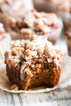 Paleo Pumpkin Muffins with Cinnamon Streusel These paleo pumpkin muffins with cinnamon streusel are everything I love about fall baking! Moist, sweetly spiced pumpkin muffins are topped with the perfect streusel plus an optional maple icing! Paleo Dessert, Low Carb Dessert, Healthy Baking, Healthy Desserts, Dessert Recipes, Brunch Recipes, Muffins Sans Gluten, Paleo Pumpkin Muffins, Spiced Pumpkin