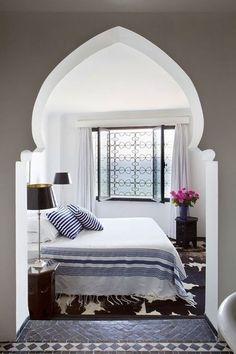 Межкомнатные арки из гипсокартона: 30+ дизайнерских решений для современных квартир http://happymodern.ru/mezhkomnatnye-arki-iz-gipsokartona-35-foto-luchshee-reshenie-dlya-sovremennoj-kvartiry/ Красивая восточная арка, отделяющая спальную зону
