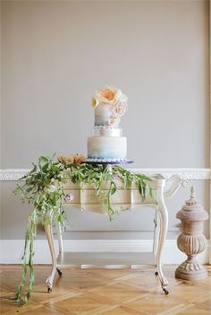 Wonderful backdrop for your carefully planned colour scheme and cakes.