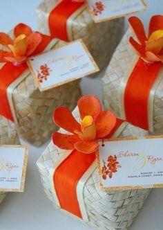 Yet another ribbon + flower lauhala box wedding favor boxes, wedding favours luxury, beach Wedding Favours Luxury, Beach Wedding Favors, Wedding Favor Boxes, Unique Wedding Favors, Hawaii Wedding, Wedding Gifts, Our Wedding, Wedding Bubbles, Green Wedding