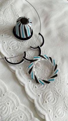 Handmade necklace made of nespresso capsules in black and blue, licorice taste. Cappuccino Coffee, Cappuccino Machine, Coffee Type, Coffee Pods, Coffee Beans, Bijoux Fil Aluminium, Pop Tabs, Coffee Blog, Italian Coffee