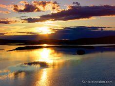 Keskiyön aurinko Lapissa (Lappi, Suomi)