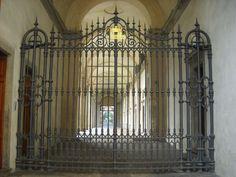 Humilitas (Borromeo) - Arcivescovado, Milano. Cancello dell'ingresso di piazza del Duomo 16.