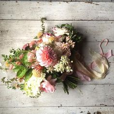 I absolutely adore making bridal bouquets. Seriously, next to decapitating perfectly good flowers and taking pictures of them, there are few things I enjoy more. #floretworkshop