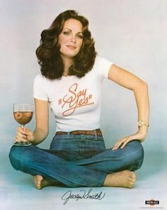 Photo of Jaclyn Smith for fans of Charlie's Angels 1976 13114492 Style Année 90, Looks Style, Charlies Angels, Jaclyn Smith Charlie's Angels, 70s Fashion, Vintage Fashion, Hollywood Fashion, Fashion Hair, Curvy Fashion