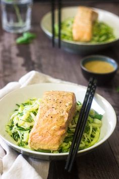 Coconut Curry Salmon and Zoodles. Coconut Curry Salmon and Zucchini Noodles - Only 3 ingredients to a super healthy dinner that tastes like you're at a restaurant! Seafood Curry Recipe, Seafood Recipes, Pasta Recipes, Diet Recipes, Cooking Recipes, Primal Recipes, Seafood Dishes, Soup Recipes, Clean Eating Recipes