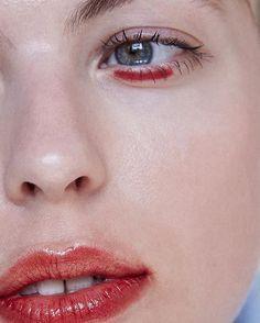 Graphic eye and stained lips, skin, beauty, make-up inspiration, make-up . - Augen Makeup - Damen un Mann Schonheit Red Makeup, Makeup Inspo, Makeup Art, Makeup Looks, Hair Makeup, Makeup Ideas, 2017 Makeup, Clown Makeup, Halloween Makeup