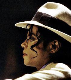As imagens do vídeo ''Smooth Criminal'' Mike Jackson, Michael Jackson Bad, Michael Jackson Video Songs, Michael Jackson Fotos, Jackson Family, Michael Jackson Smooth Criminal, Liam Neeson, Bad Songs, Hollywood