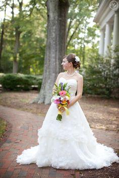Venue for Outdoor Bridal Portraits - Magnolia Manor {North Carolina Wedding Photographer} » Anna Paschal Photography