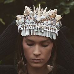 M E R M A I D  Aaaaamazing Shell and Flower Crowns at @chelseasflowercrowns  #mermaid #shell #shellcrown