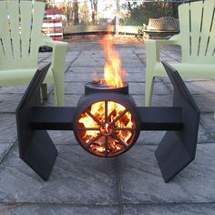 DIY fire pit designs ideas - Do you want to know how to build a DIY outdoor fire pit plans to warm your autumn and make s'mores? Find inspiring design ideas in this article. Diy Fire Pit, Fire Pit Backyard, Fire Pit Bbq, Fire Fire, Outdoor Fire, Outdoor Living, Outdoor Decor, Outdoor Sheds, Fire Pit Plans