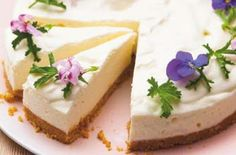 Lemon cheesecake flavoured with geranium leaves and decorated with its flowers