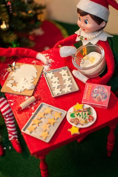The elves are busy making cookies they can leave out for Santa on Christmas Eve. Its Christmas Eve, Christmas Elf, Primitive Christmas, Retro Christmas, Country Christmas, Christmas Decor, How To Make Cookies, Making Cookies, Der Elf
