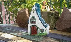 Turn ordinary rocks into houses and cottages. Painted rocks and pebbles.