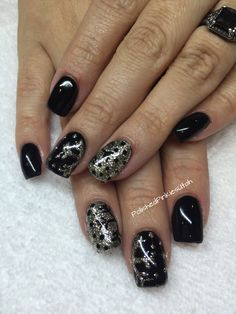 Polished Pinkies Utah: glamorous black and white gold snowflakes. So beautiful for winter or January nails.