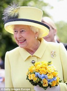 Queen Elizabeth II smiles as she departs the Adlon Hotel on the final day of a four day State Visit to Germany on June 2015 in Berlin, Germany. Get premium, high resolution news photos at Getty Images Kate And Harry, Queen Hat, Girls Secrets, British Royal Families, Princess Margaret, Princess Diana, Her Majesty The Queen, Mario Testino, Queen Of England