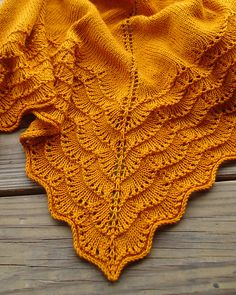 Love this Wollmeise version of the Holden shawlette