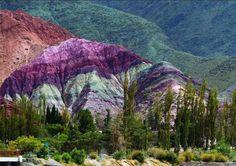 La belleza de Purmamarca y el imponente Cerro de los Siete Colores, en Jujuy, Argentina.
