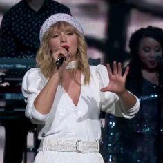 Taylor Swift Fan Club, Taylor Swift Concert, Taylor Alison Swift, Live Taylor, Red Taylor, Taylor Swift Christmas, Taylor Swift Music Videos, Taylor Swift Wallpaper, Hair Styler