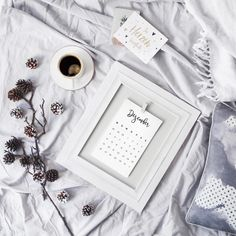 Good morning lovelies ♥ Two days left and we will finally fly away towards thailand 🌴☀️ I'm really so excited, such a great adventure 🎋 I… Flat Lay Photography, Lifestyle Photography, Blog Instagram, Instagram Posts, Flat Lay Photos, Photo Grid, Flatlay Styling, White Aesthetic, Poses