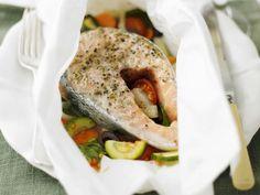 Gedämpfter Lachs mit Gemüse ist ein Rezept mit frischen Zutaten aus der Kategorie Meerwasserfisch. Probieren Sie dieses und weitere Rezepte von EAT SMARTER!