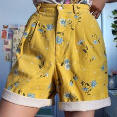 [Women] High Waist Flowers Printed Yellow Shorts Pants – Outfit Looks Retro Outfits, Cute Casual Outfits, Vintage Outfits, Aesthetic Fashion, Aesthetic Clothes, Aesthetic Vintage, 90s Aesthetic, Aesthetic Yellow, Moda Vintage