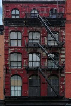 Fire escape in New York City New York Buildings, City Buildings, Ciudad New York, City Apartment, Brooklyn Apartment, New York City, Photo New York, Harlem New York, Voyage New York
