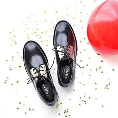 Avec @morguix, on a décidé de vous faire gagner cette paire de derbies, idéales pour les fêtes avec leurs détails dorés ! Rdv sur le compte de @morguix pour participer ✨ #jonak #shoes #giveaway #JonakXmorguix