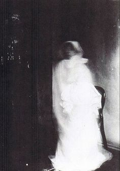 Anonymous photography of a ghost, taken in the 1900′s