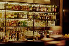 GROSZ BAR <br />—<br />Cocktails<br />und<br />Feine Drinks</br>
