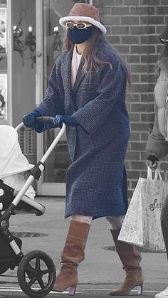 Gigi Hadid in New York City, New York on Sunday 10/01/2021 #VeronicaTasmania Mena Suvari, Gigi Hadid Style, Veronica, New York City, Sunday, Street Style, Winter, Fashion, Winter Time