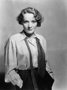 I have a sincere love and appreciation for Old Hollywood Films. One of my favorite actresses Marlene Dietrich born in Berlin and later became a star of German. Marlene Dietrich, Hollywood Glamour, Classic Hollywood, Vintage Hollywood, Retro Mode, Vintage Mode, 1930s Fashion, Vintage Fashion, Estilo Tomboy