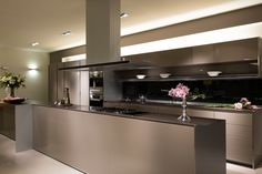 Maak kennis met onze prachtige S1 Keuken in onze toonzaal in Sint-Amandsberg. Like Keukenhuis op Facebook en ontvang jouw cadeau!