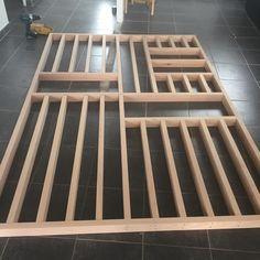Lise | Déco & Cie sur Instagram : Montage de la cloison bois en cours entre l'entrée et le salon 🔨La structure est presque terminée ! Plus qu'à la fixer !!! Ensuite restera…