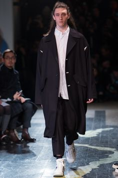 Yohji Yamamoto Fall 2016 Menswear Collection Photos - Vogue