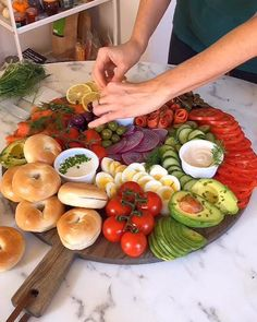 Meg Quinn on Totally neglected to post this of the Epic Bagel Brunch Board! Its basically the best thing you could serve your Brunch Recipes, Appetizer Recipes, Breakfast Recipes, Breakfast Platter, Breakfast Buffet, Healthy Snacks, Healthy Eating, Healthy Recipes, Party Food Platters