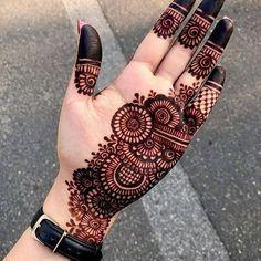 Henna Tattoo Designs Arm, Mehndi Designs Book, Back Hand Mehndi Designs, Mehndi Designs For Beginners, Mehndi Designs For Girls, Mehndi Design Photos, Unique Mehndi Designs, Mehndi Designs For Fingers, Dulhan Mehndi Designs