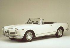 Te eleganckie kształty należą do Alfy Romeo 2600 z 1965 r. Jak Wam się podoba?
