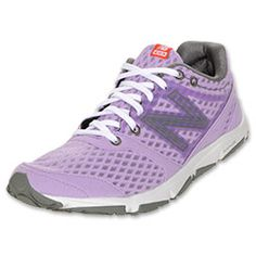 The New Balance 730 Women's Running Shoes are a versatile, lightweight performance shoe ideal for midweight runners without severe motion control problems. The men's running shoes feature a dual density midsole and Abzorb in the heel for a solid mix of cushioning, shock absorption and support.