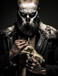 Who do you voodoo? by marcinwuu- Who do you voodoo? by marcinwuu - Costume Halloween Homme, Voodoo Costume, Soirée Halloween, Halloween Costumes With Beards, Witch Doctor Costume, Beard Makeup, Male Makeup, Skull Makeup, Photography Tricks