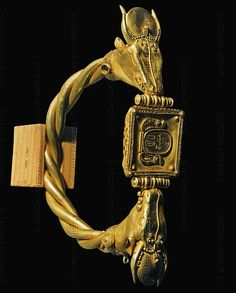 Gold bracelet belonging to Pharaoh Ramses II (1290-1224 BC); New Kingdom (19th dynasty). Egyptian Museum, Cairo, Egypt
