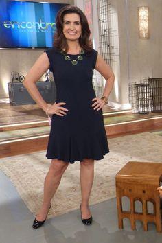 """Vestido azul rodado marca a elegância de Fátima Bernardes no """"Encontro"""" de 2 de outubro. http://glo.bo/1rvG9st"""