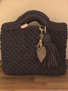 Carter as - Crochet - Crochet Tote, Crochet Handbags, Crochet Purses, Crochet Stitches, Knit Crochet, Crochet Patterns, Crochet Ideas, Diy Tote Bag, Tote Bags Handmade