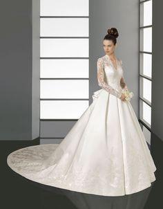 Lindo modelo de vestido de casamento barato da Superb Wedding Dresses.