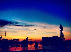 On instagram by afdalet #landscape #contratahotel (o) http://ift.tt/1RGazFy l b a  VI #matins #mornings #mañanas #alba #sunrise #amanecer #cel #sky #cielo #skyhunters #bcn #barcelona #portvell #paisatges s #paisajes #vistes #views #vistas #solnaixent #risingsun #solnaciente #vela #hotelvela