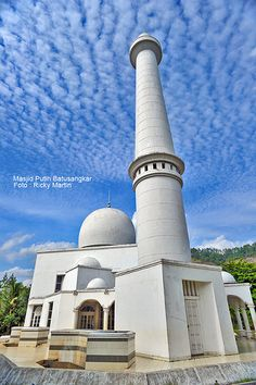Masjid in Indonesia - White Mosque. This Mosque located in Batusangkar West Sumatra, Indonesia Mosque Architecture, Indian Architecture, Religious Architecture, Beautiful Architecture, Minangkabau, Beautiful Mosques, Place Of Worship, Islamic Art, Jakarta