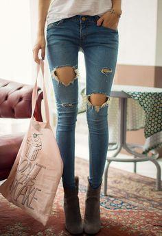 [Chuu] Ripped Hole Skinny Jeans