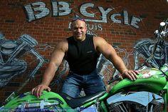Hugo Girard, height: 1.81 m weight: 150 kg chest: 158 cm biceps: 55 cm neck: 53 cm waist: 85 cm