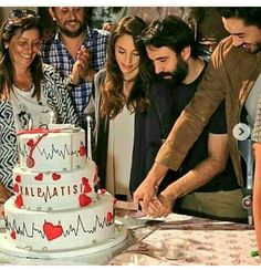 Aladdin Movie, Turkish Actors, In A Heartbeat, Cute Girls, Movie Tv, Celebs, Quotation, Turkey, Belle