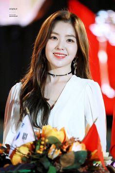 irene, red velvet, and kpop image Seulgi, Kpop Girl Groups, Kpop Girls, Red Velvet Irene, Beautiful Asian Girls, Pretty Girls, New Hair, Korean Girl, Korean Star